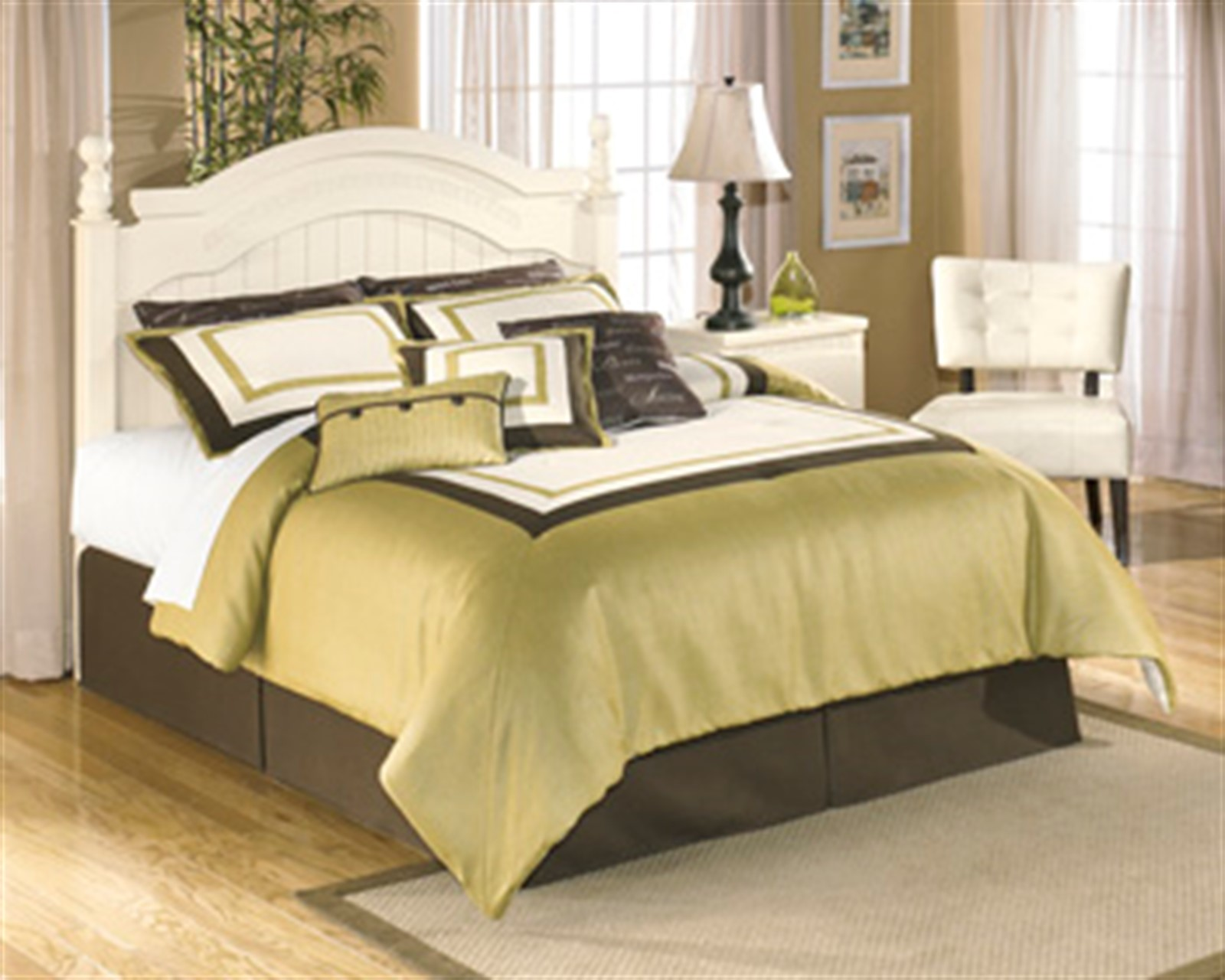 Cottage Retreat Cream Full Poster Bed with Under Bed Storage