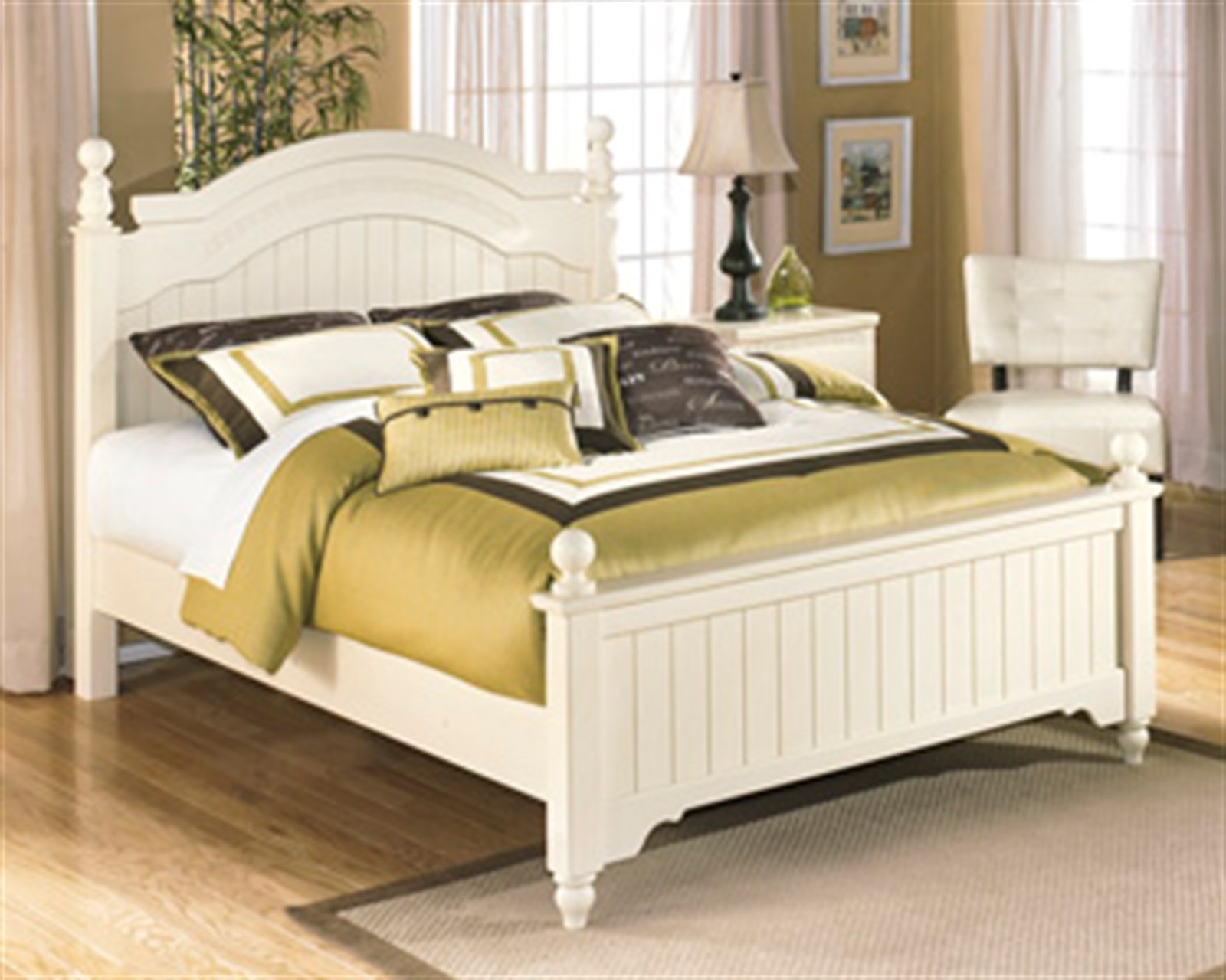 Cottage Retreat Cream Full Poster Bed