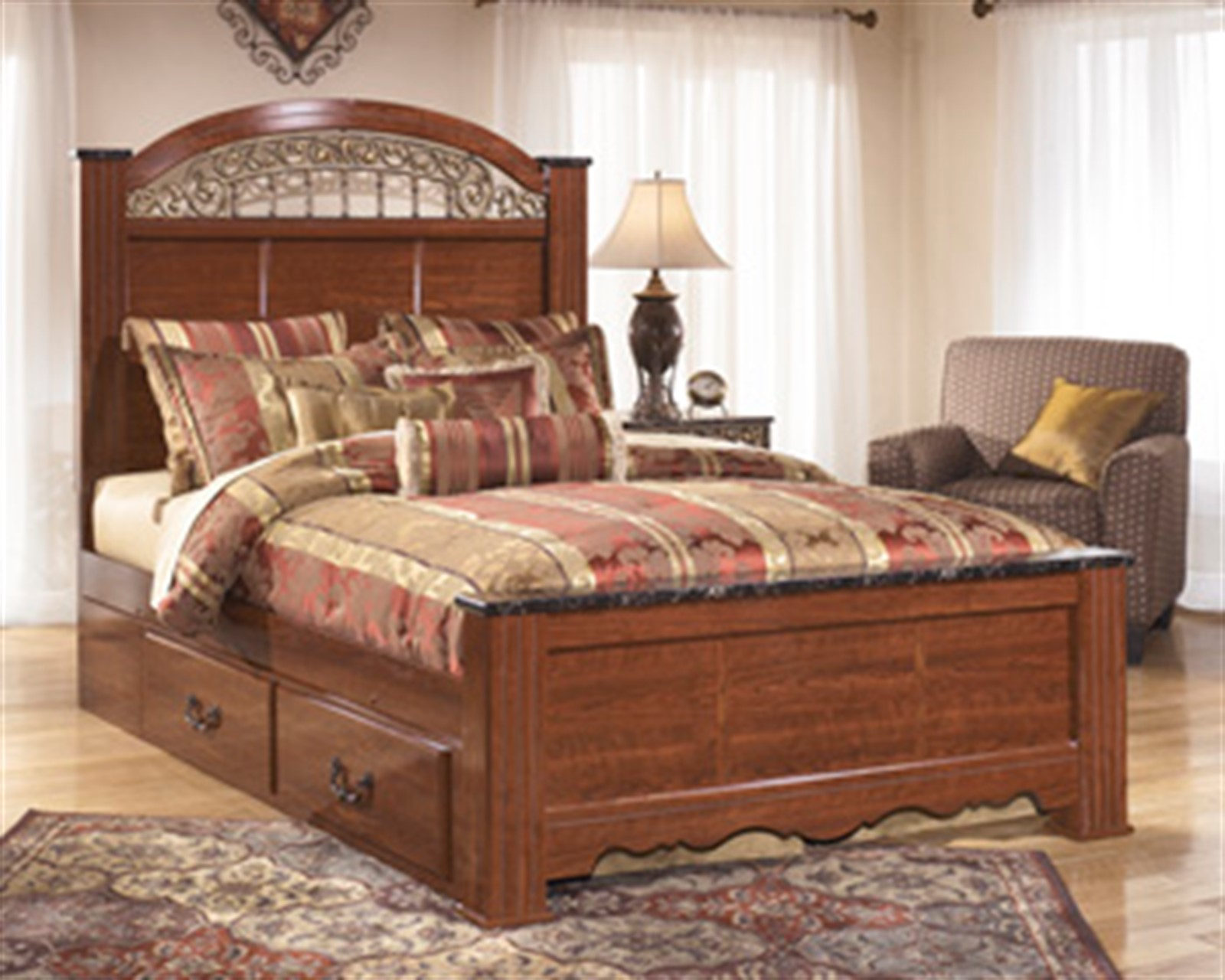 Fairbrooks Estates King Poster Bed with Under Bed Storage