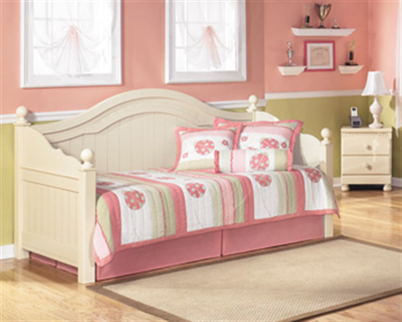 Cottage Retreat Cream Twin Day Bed with Trundle