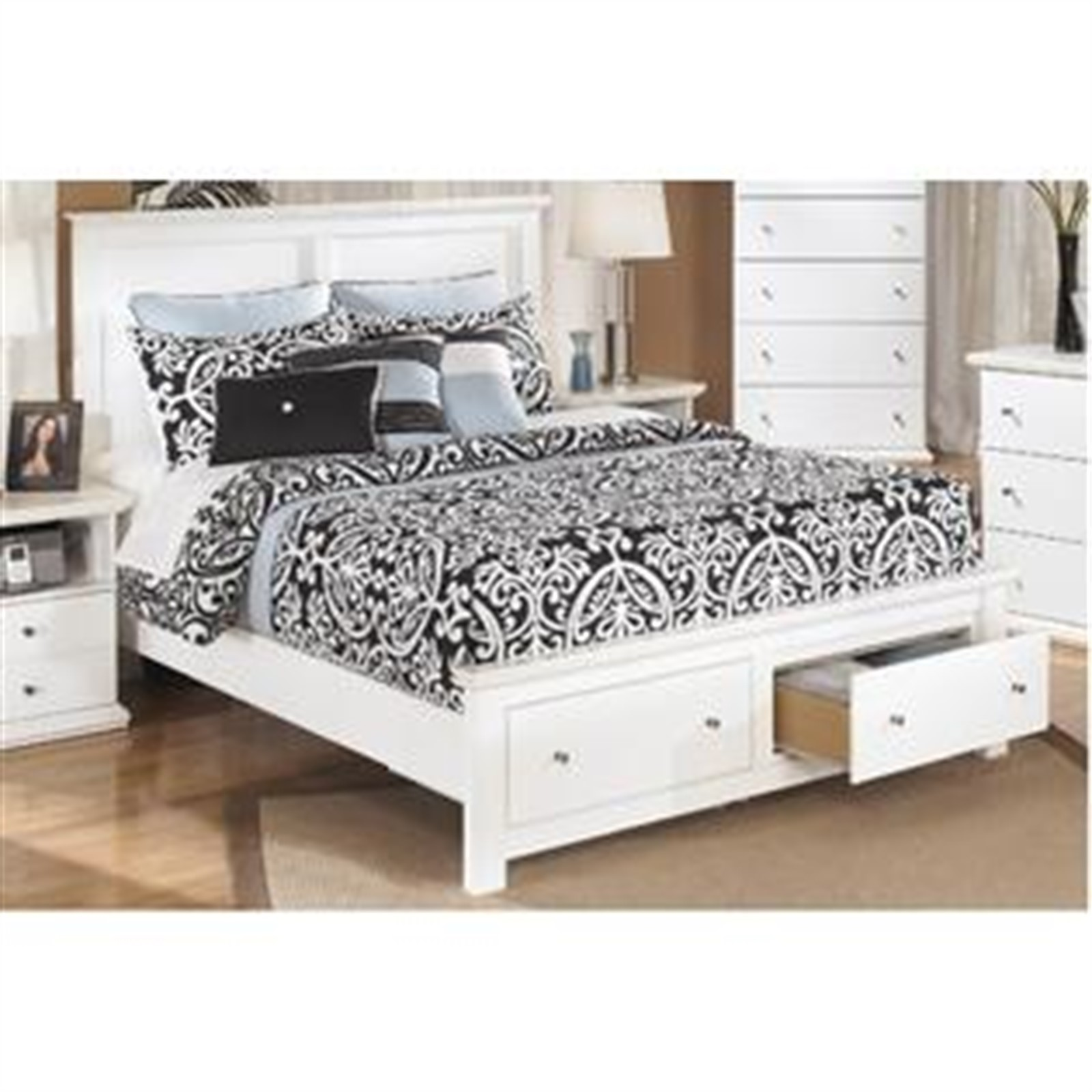 Bostwick Shoals White Queen Bed with Footboard Storage