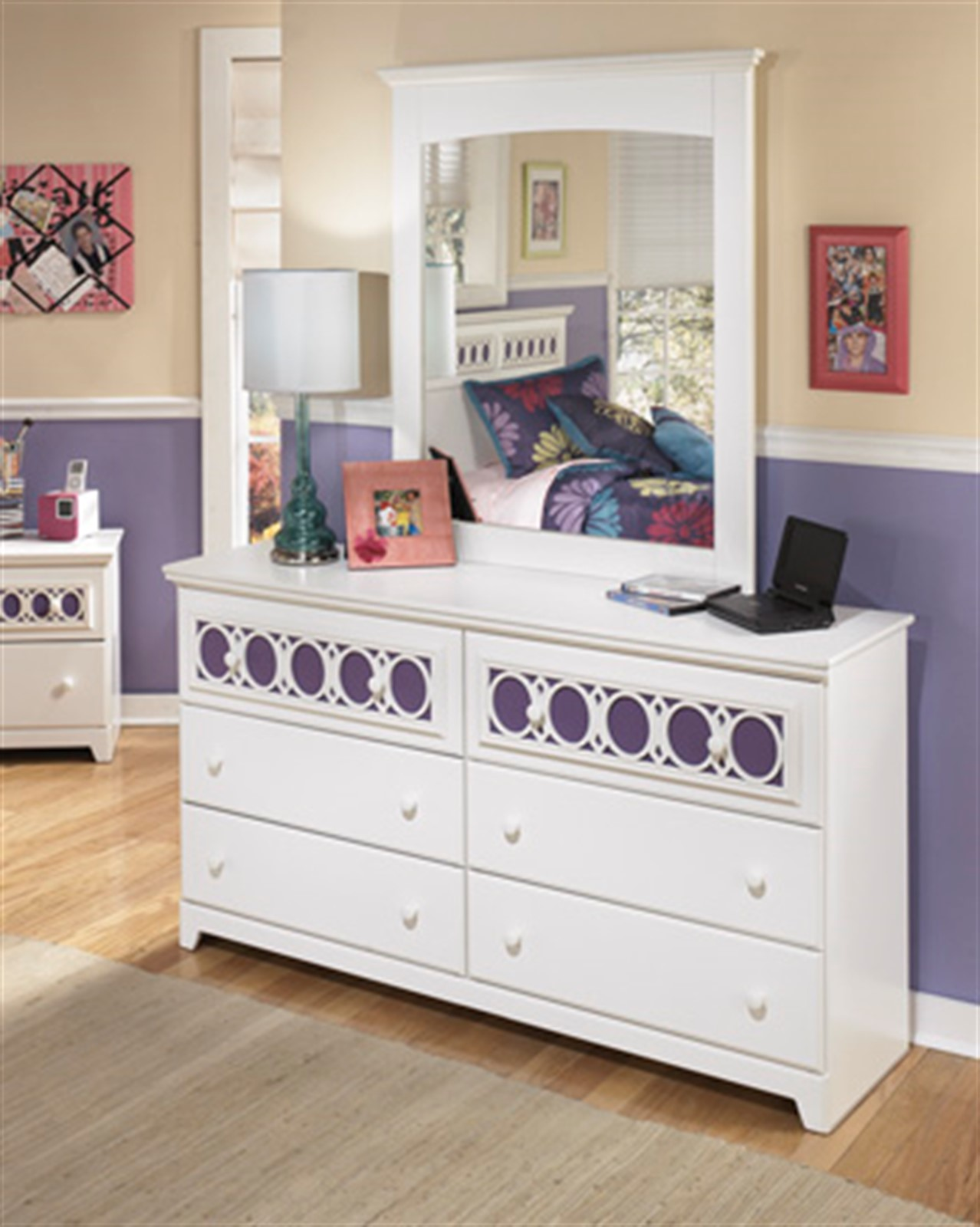 Zayley Dresser and Mirror Set - White