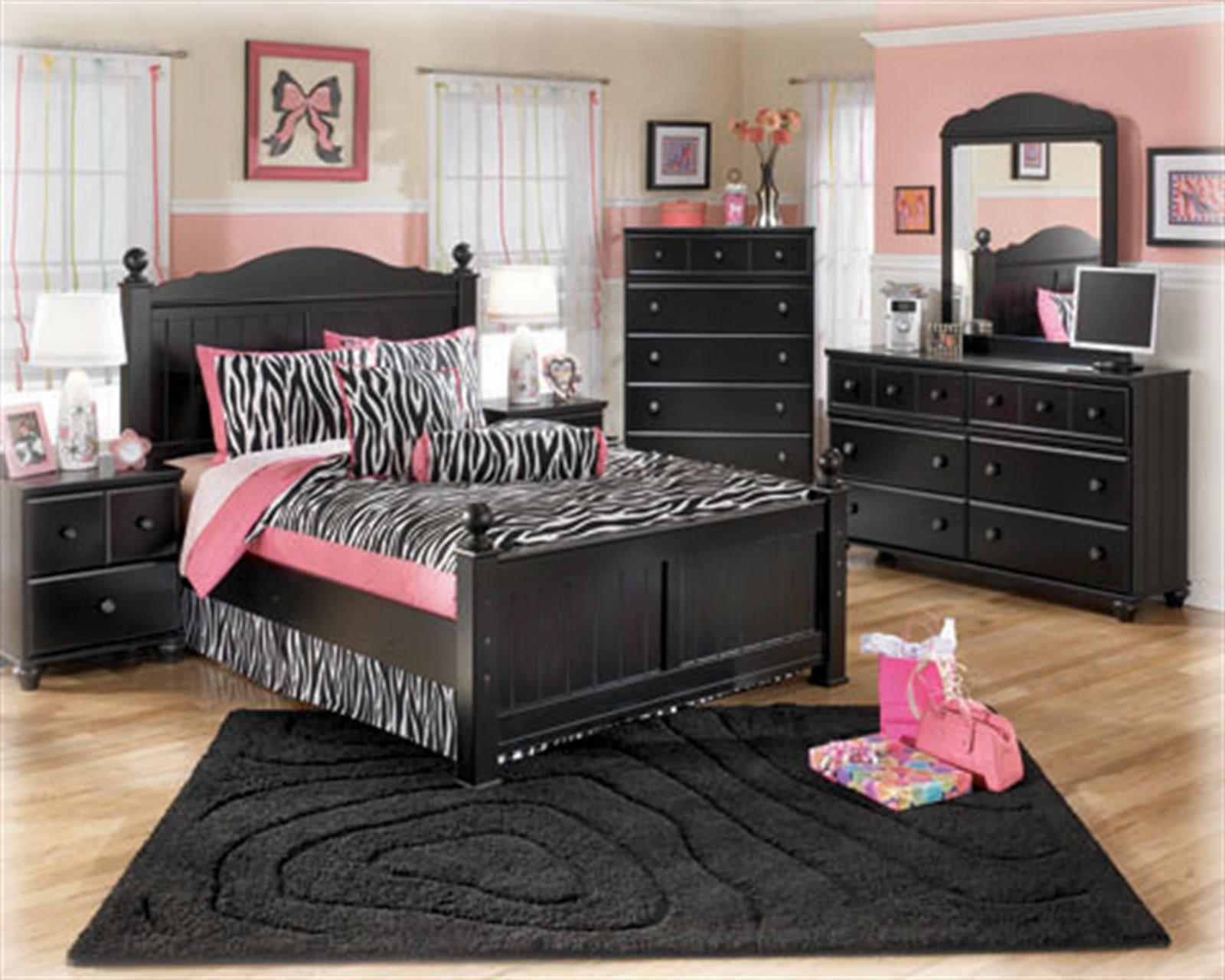 Jaidyn Dresser and Mirror Set - Black