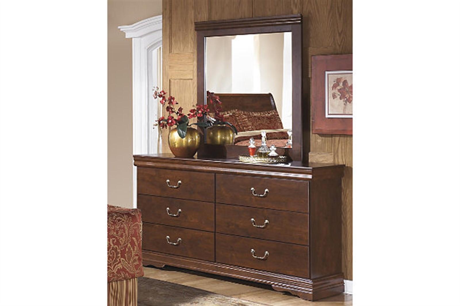 Wilmington Dresser and Mirror Set - Reddish Brown