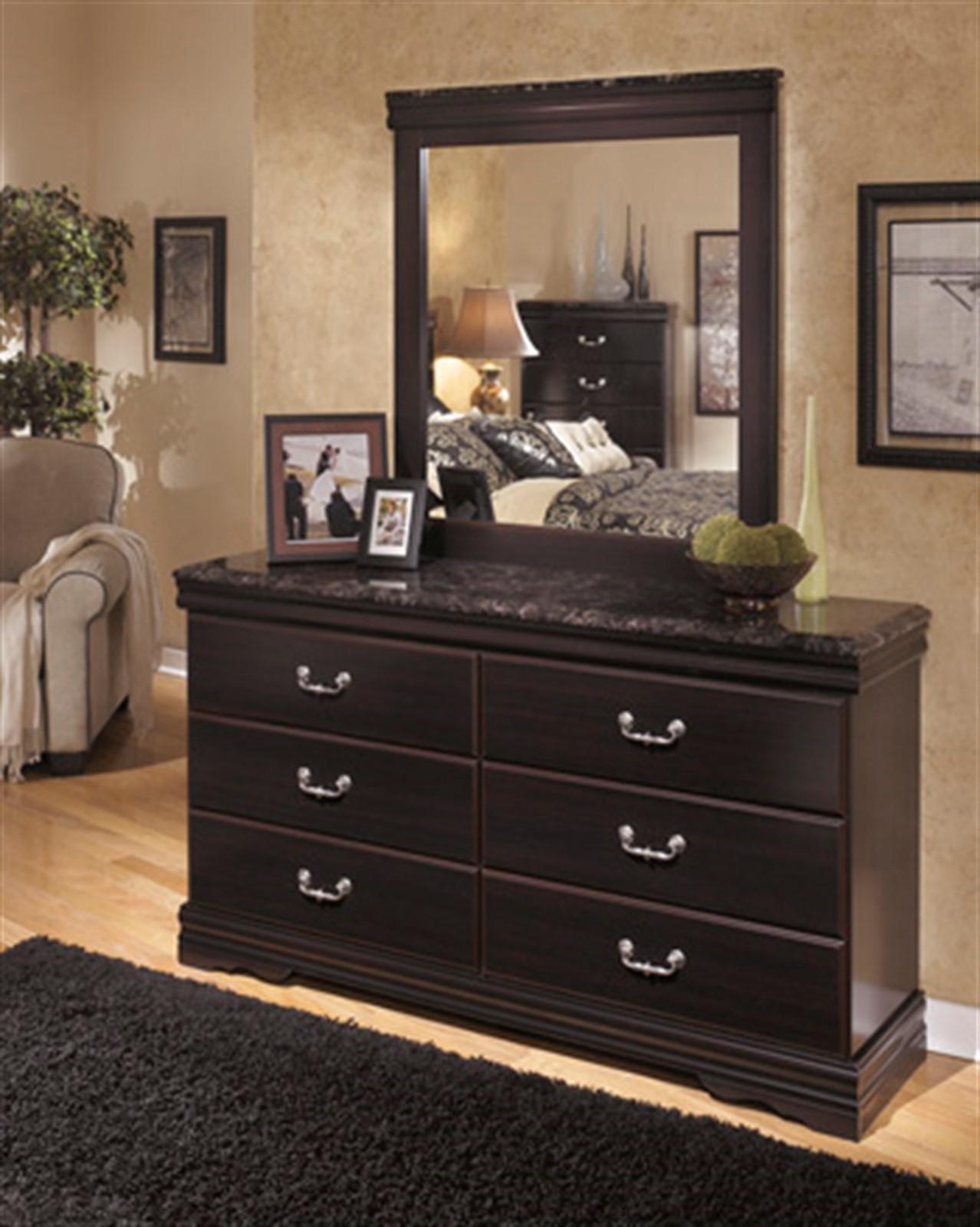 Esmarelda Dresser and Mirror Set - Dark Merlot