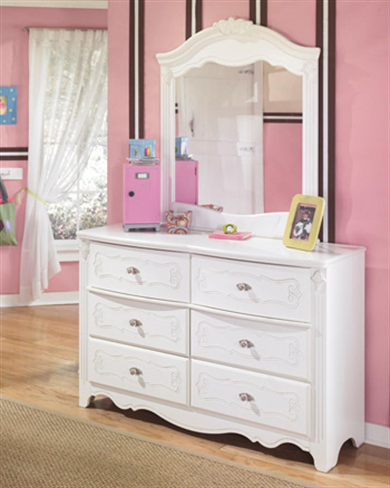 Exquisite Dresser and Mirror Set - White