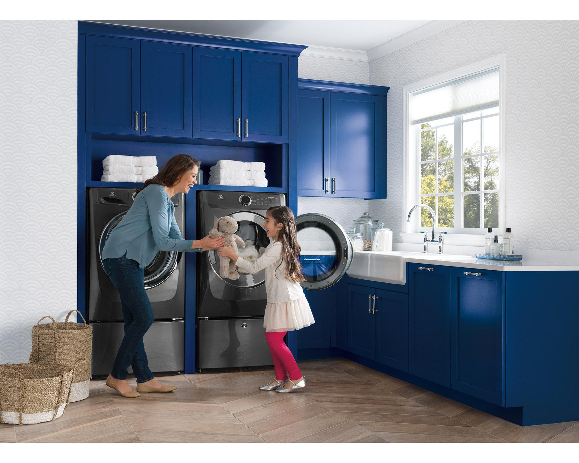 Electrolux EFMG517STT 8.0 cu. ft.  Gas Dryer w/ Instant Refresh - Titanium