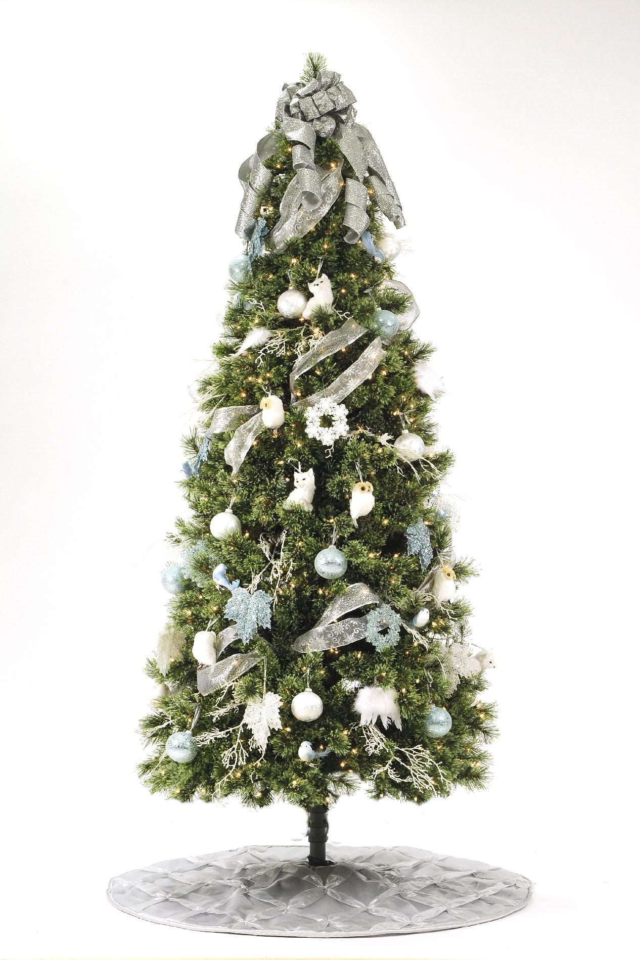 Donner and Blitzen 7.5' 600 Multicolor Light Pre-lit Sierra Cashmere Christmas Tree