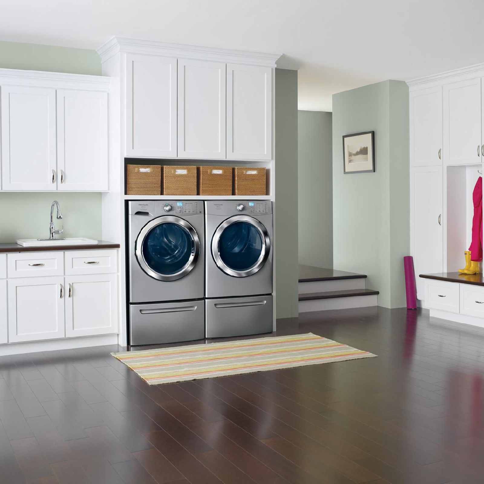 Frigidaire Affinity 3.9 cu. ft. Front-Load Washer w/Ready Clean™ & Ready Steam™ - Classic Silver