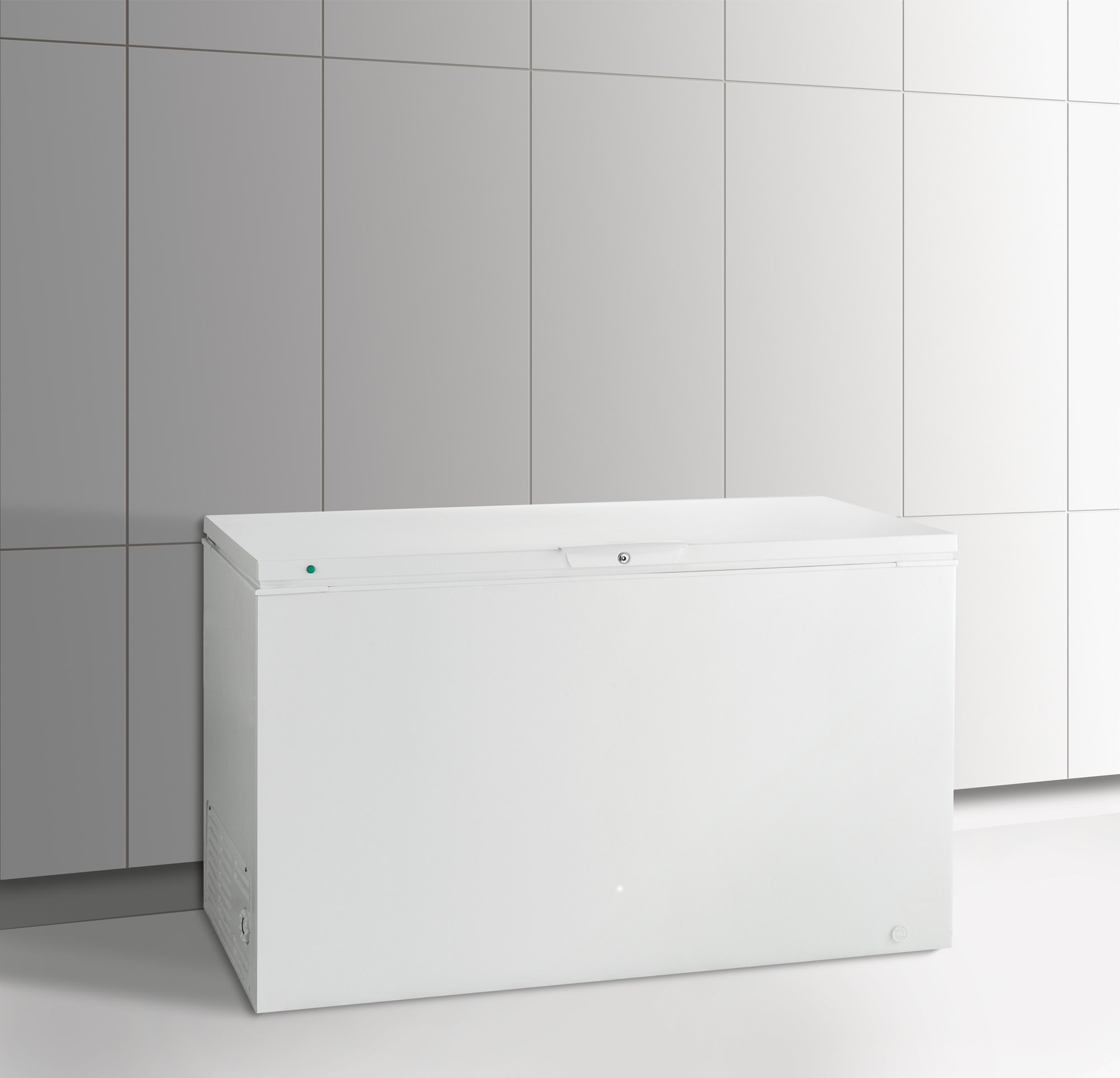 Frigidaire FFFC16M5QW 15.6 cu. ft. Chest Freezer - White