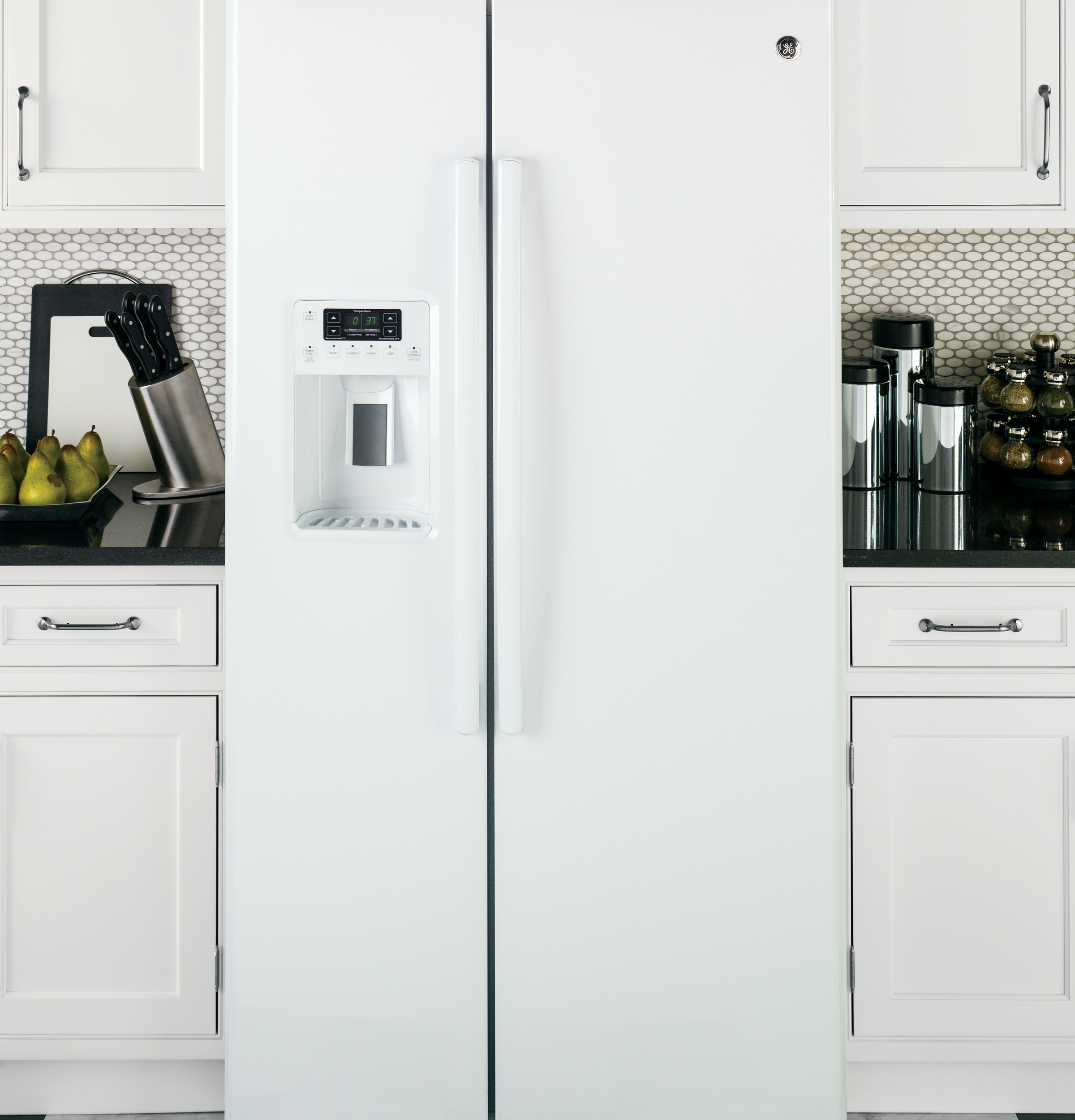 GE Appliances GSS25GGHWW 25.4 cu. ft. Side-By-Side Refrigerator - White
