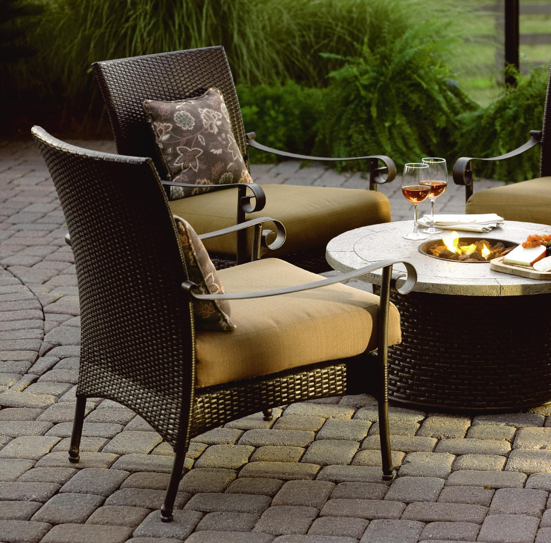 Grand Resort Roscoe 5 Pc. Firepit Chat Set