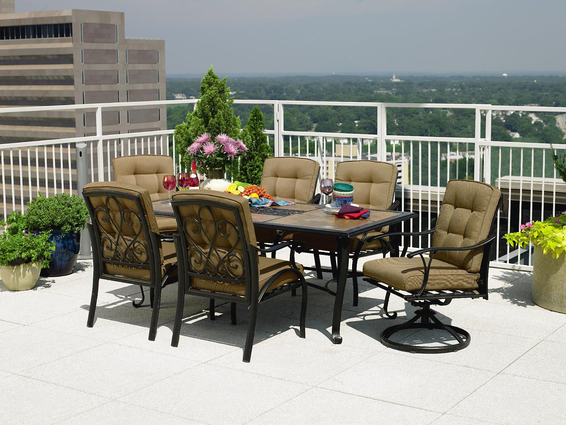 La-Z-Boy Outdoor Caitlyn 7 Pc. Dining Set
