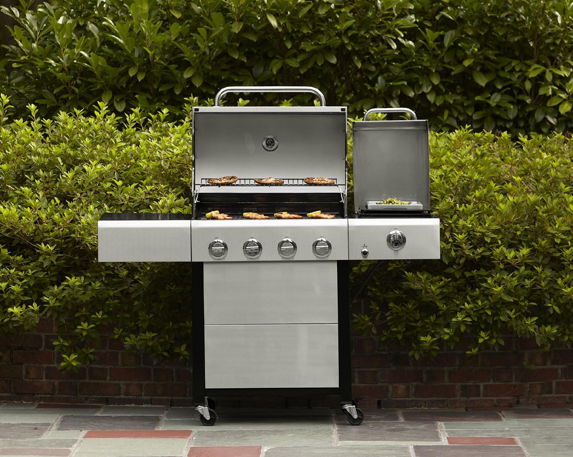 Kenmore 4 Burner Gas Grill with Steamer