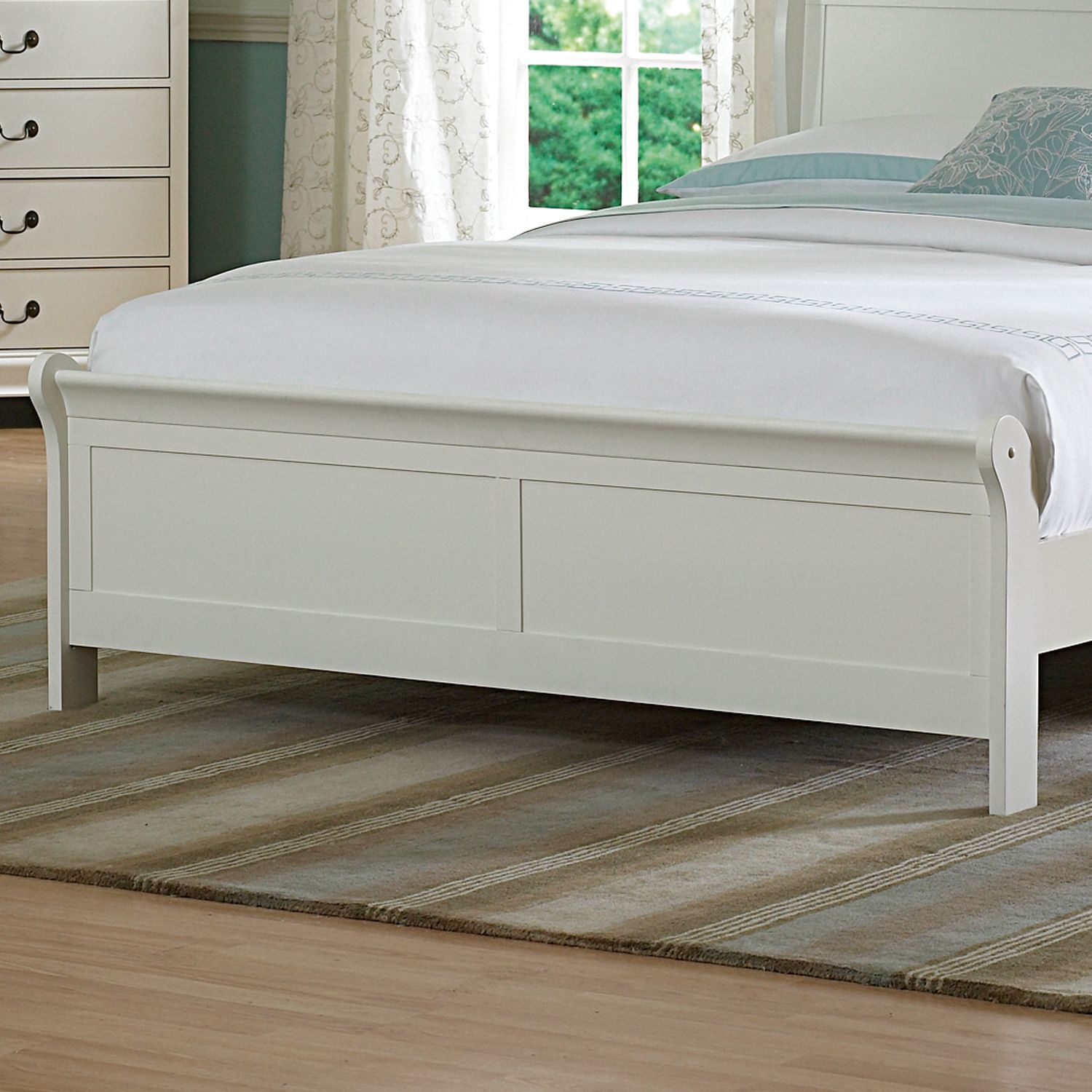 Oxford Creek Queen Bed in Soft White
