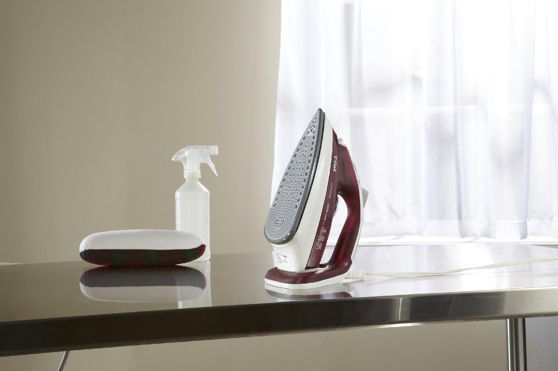 T-fal Ultraglide Easycord Ceramic Soleplate Steam Iron, Red