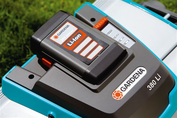 Gardena 25 Volt Lithium Battery Powered Reel Mower