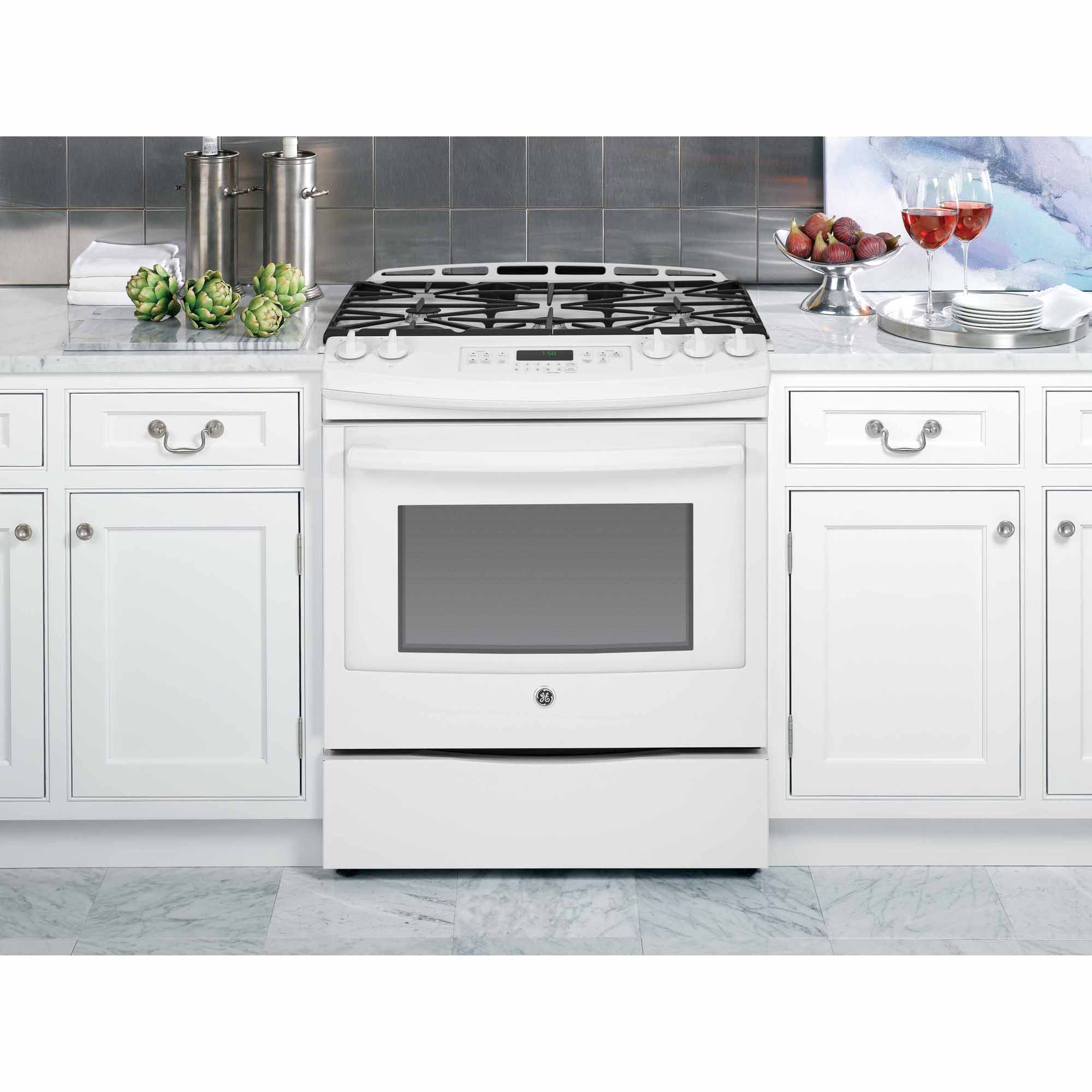 GE Appliances JGS750DEFWW 5.6 cu. ft. Slide-In Gas Range - White
