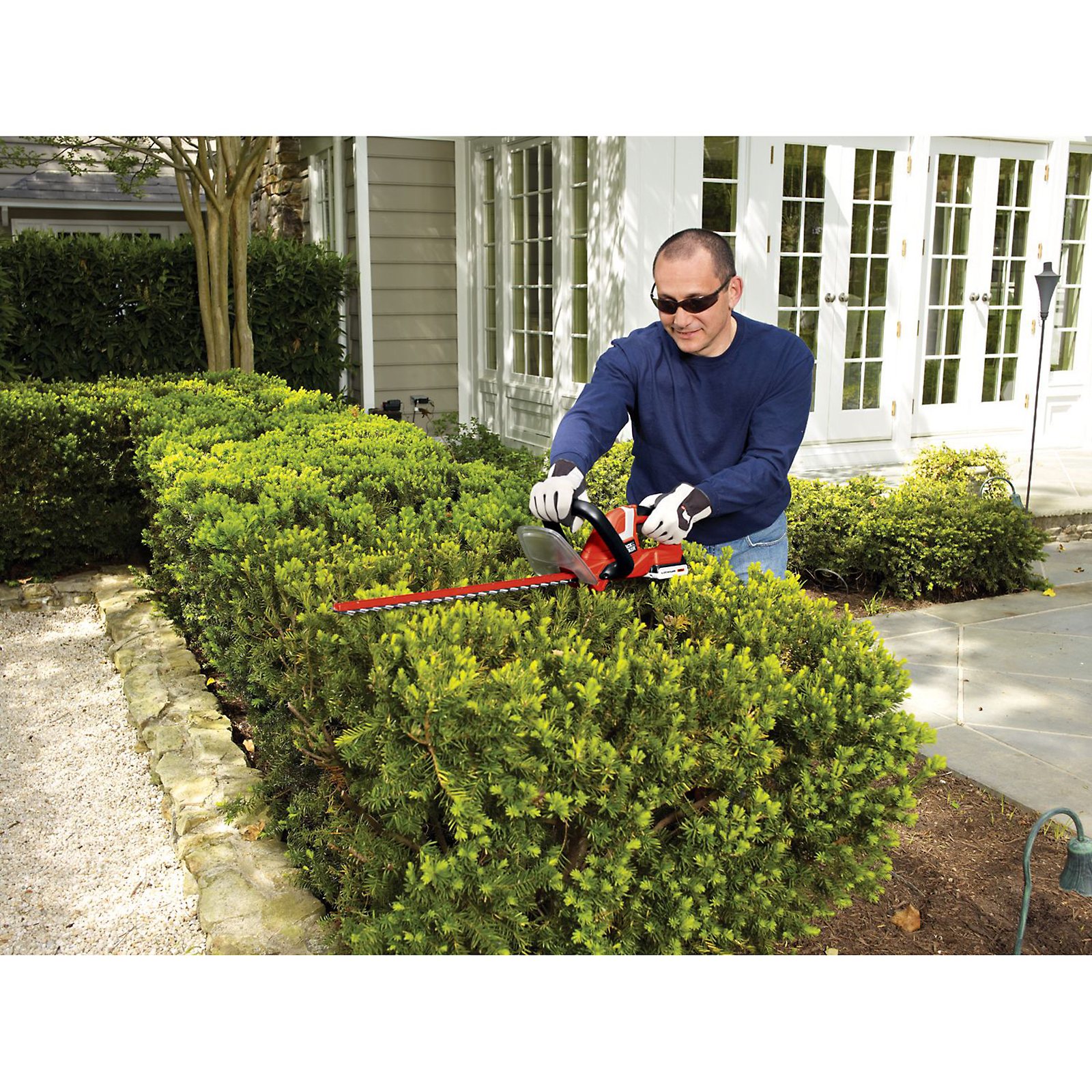 "Black & Decker 22"" 20V Cordless Lithium Ion Hedge Trimmer"
