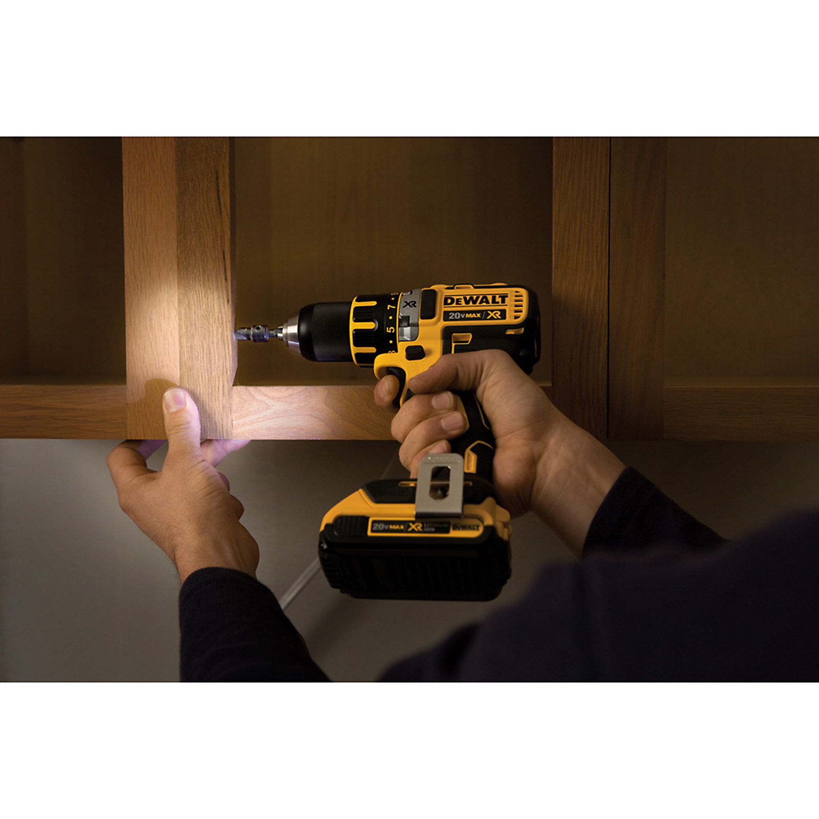 DeWalt 20 V MAX* XR Lithium Ion Brushless Compact Drill / Driver Kit