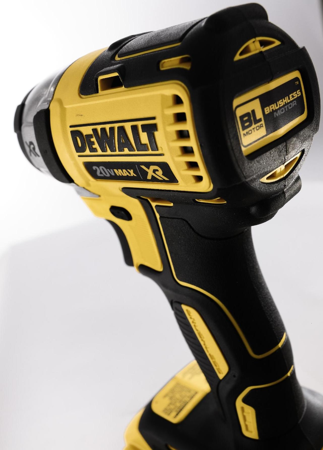 DeWalt 20 V MAX* XR Lithium Ion Brushless 1/4 In. Impact Driver Kit