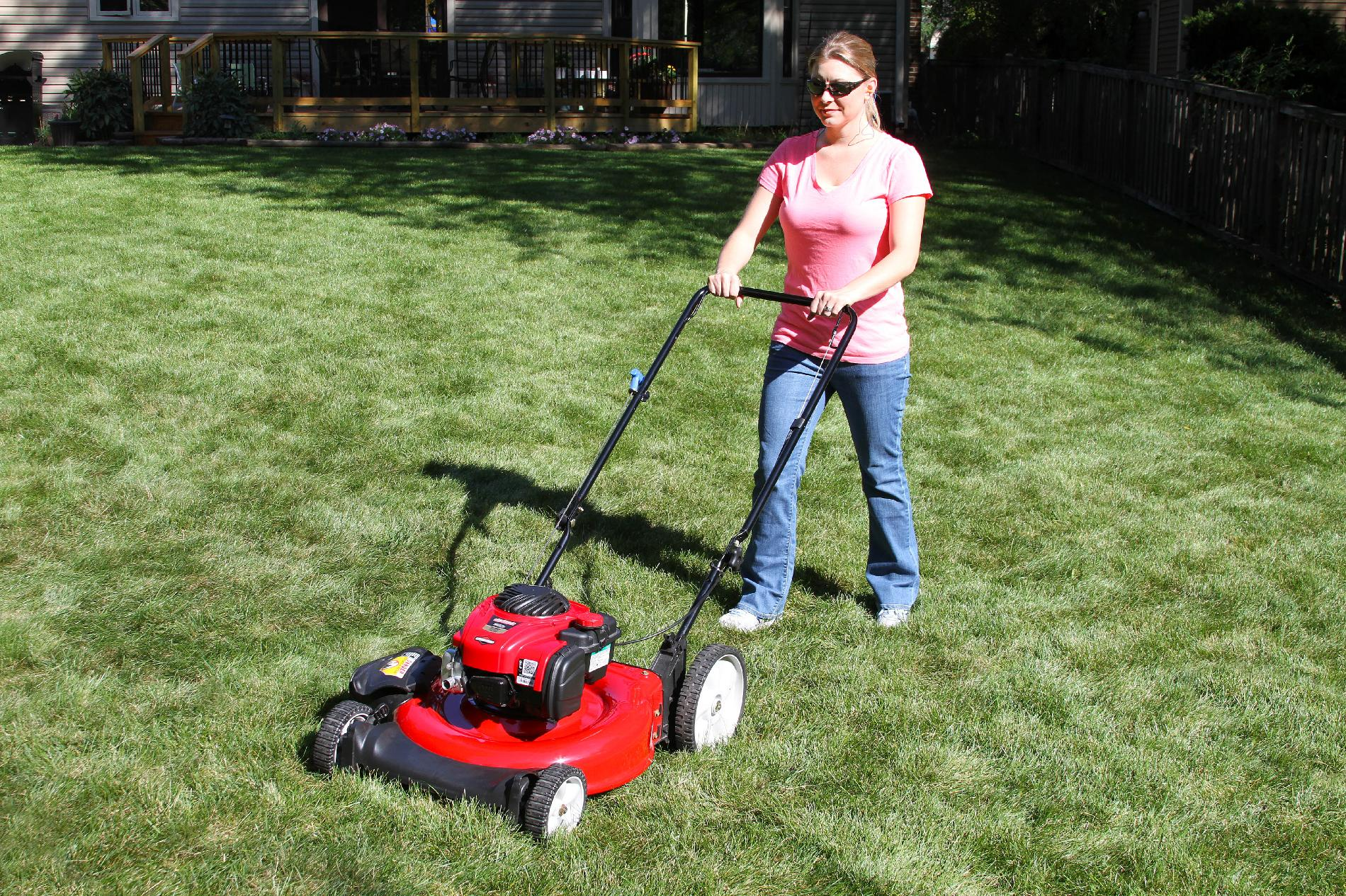 Craftsman 140cc* Briggs & Stratton Engine, High Wheel Side Discharge Push Mower