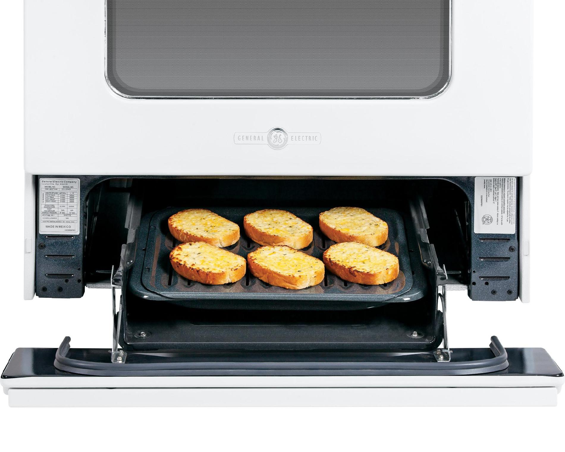 GE Appliances AGBS45DEFWS Artistry™ Series 4.8 cu. ft. Gas Range - White